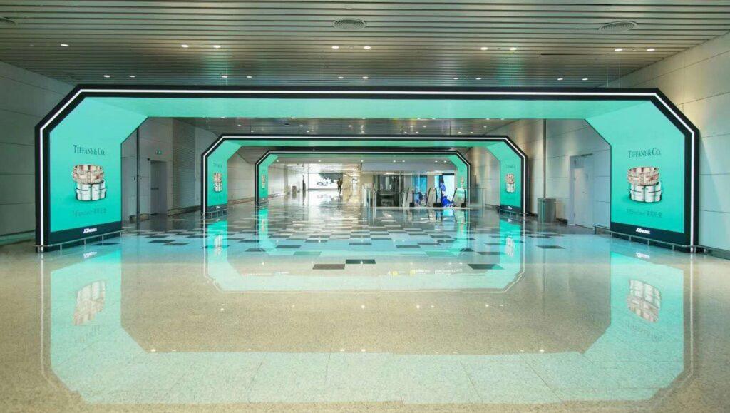 Branded Environment di Tiffany, a cura di Aoto, Aeroporto Internazionale di Baiyun di Guangzhou
